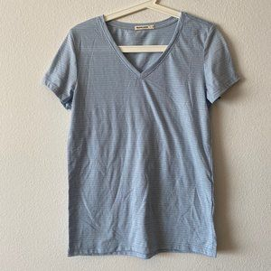 MARINE LAYER V-NECK TEE IN BABY BLUE SMALL